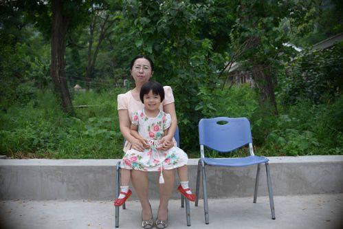 谢阳太太陈桂秋及其女儿