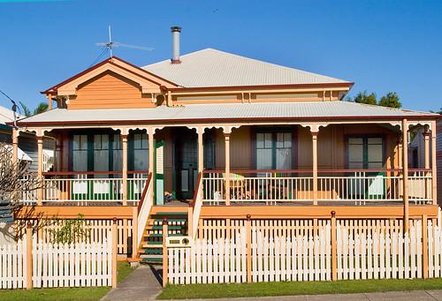 Old queenslander house 06 shorncliffe old queenslander for Classic queenslander house