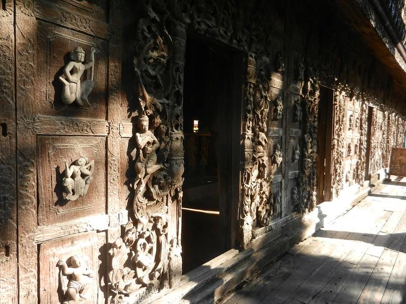 Тиковый монастырь в Мандалае