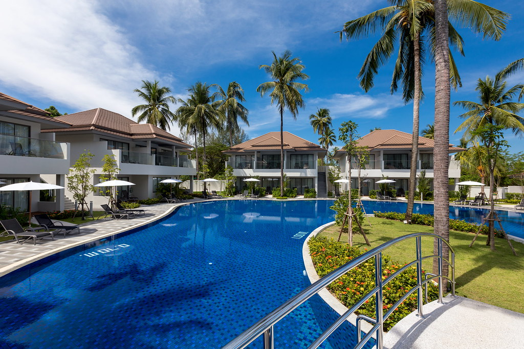 Swimming Pool Wings : Swimming pool family wing flickr khaolak