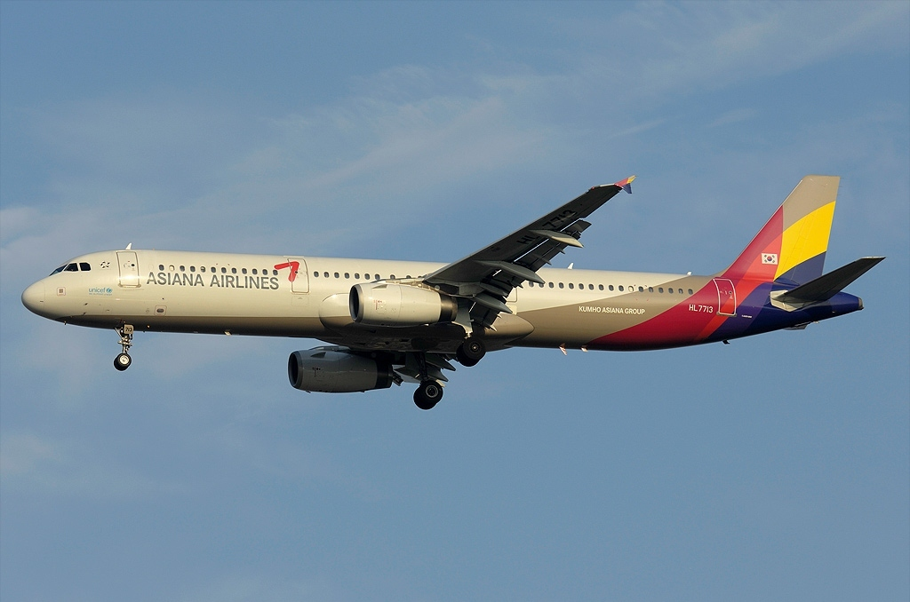 A.321-231 C.n 1734 'HL7713' Asiana Airlines