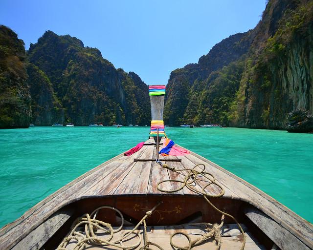 Navegando por el interior de la laguna de Phi Phi