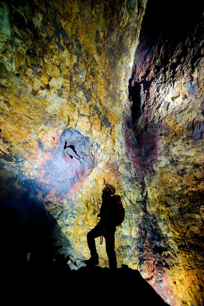 Alberto en el interior de la cámara magmática del volcán Thrihnukagigur