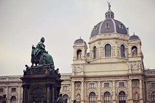 http://hojeconhecemos.blogspot.com.es/2015/12/praca-maria-teresa-viena-austria.html