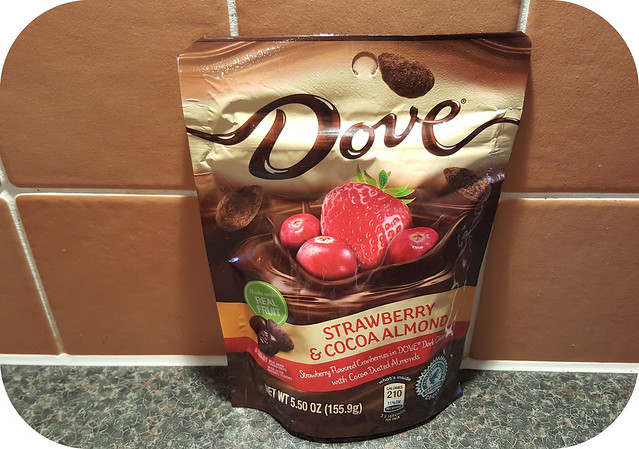 Dove Strawberry & Cocoa Almond