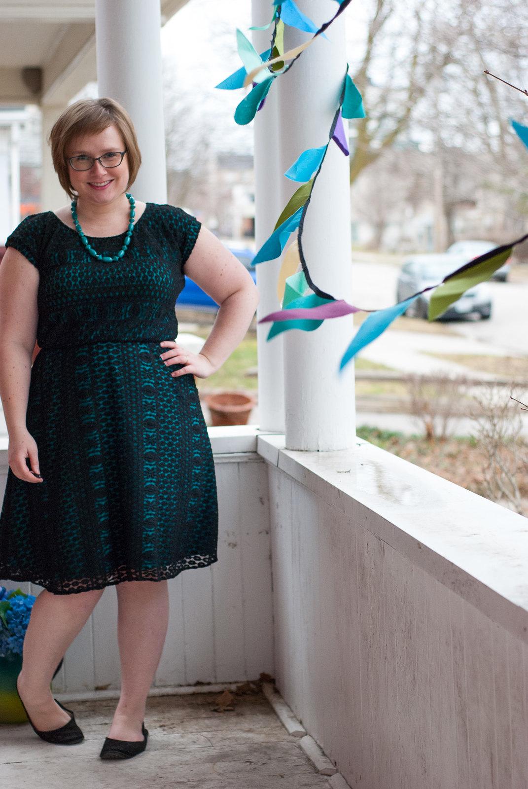 Comino Cap Dress in Stretch Lace