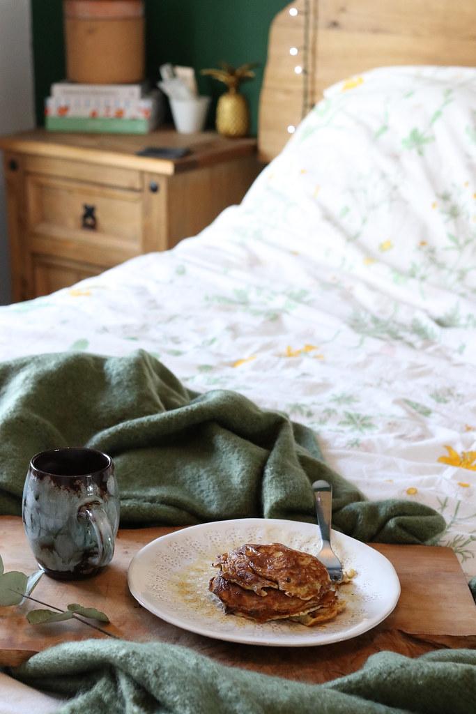 healthy pancakes, 3 ingredient pancakes, banana pancakes, how to make banana pancakes, pancake recipe, the best pancake recipe, gluten free pancakes, flourless pancakes, katelouiseblog, katecooks,