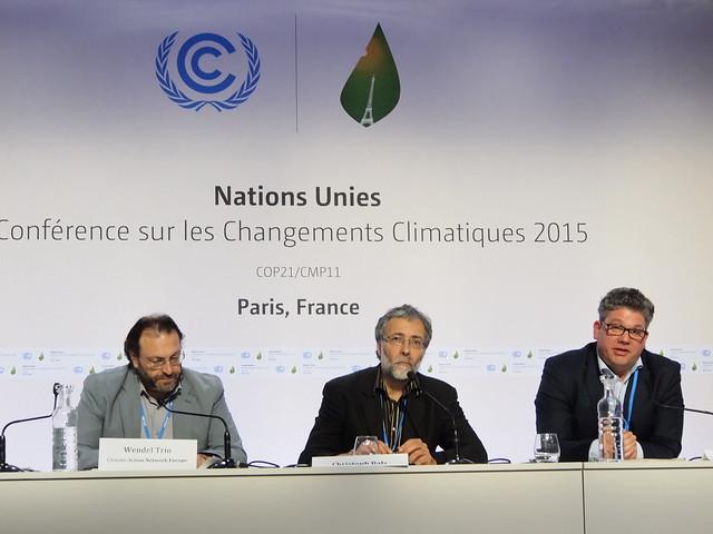 由左至右:法國氣候行動網絡代表、德國看守協會政策主任拜斯、歐盟與氣候政策小組領導人柏克。攝影:賴慧玲。