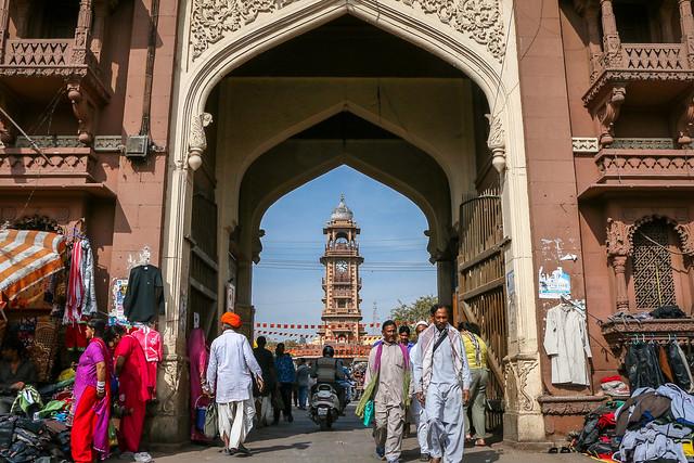 Clock tower behind of a gate, Jodhpur, India ジョードプル サダル・バザールの門から見る時計塔