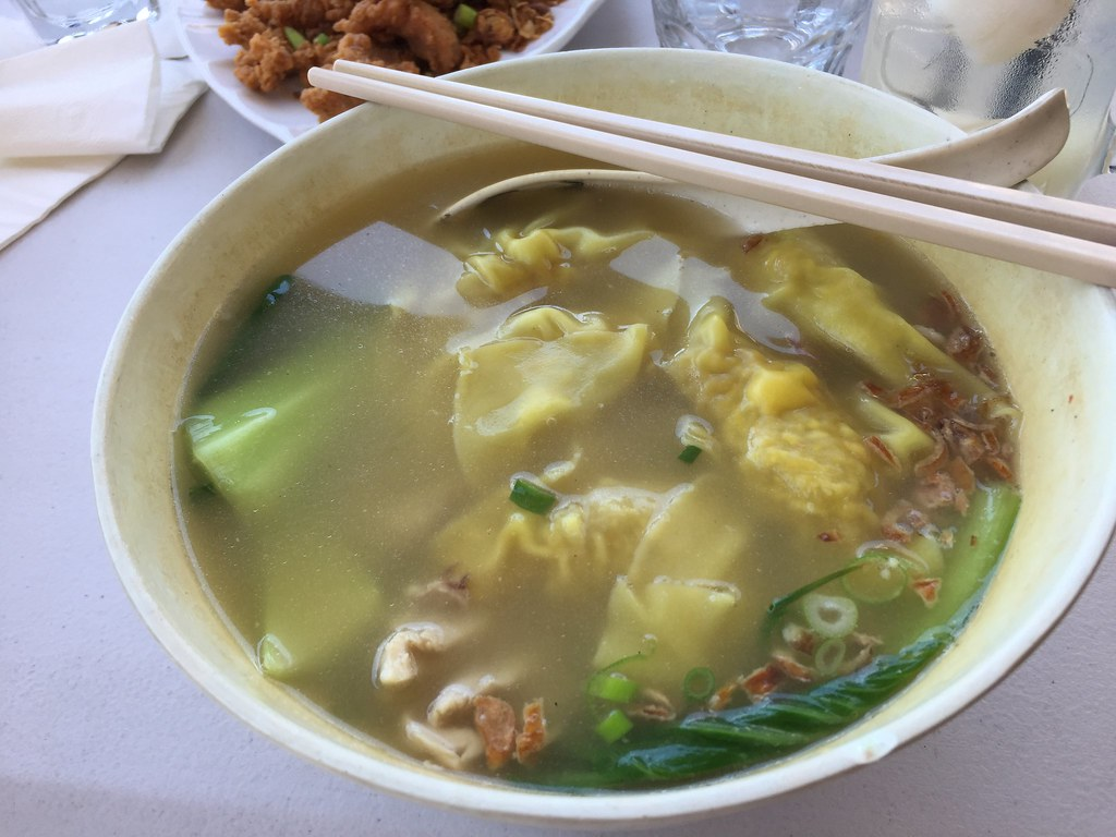 a bit ol' bowl of wonton soup. delicious
