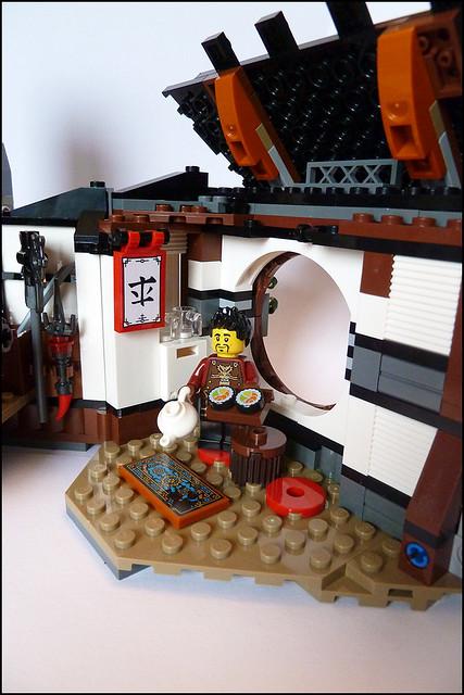 Construis le dragon de fusion élémentaire avec du feu et de l'eau et élance-toi dans le ciel. Dirige-toi vers la forge ou les maléfiques guerriers Vermillion ont piégé Ray et …