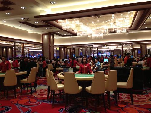 菲律賓正加建賭場吸引遊客,但馬尼拉Solaire賭場仍有不少空桌。(勞顯亮攝)