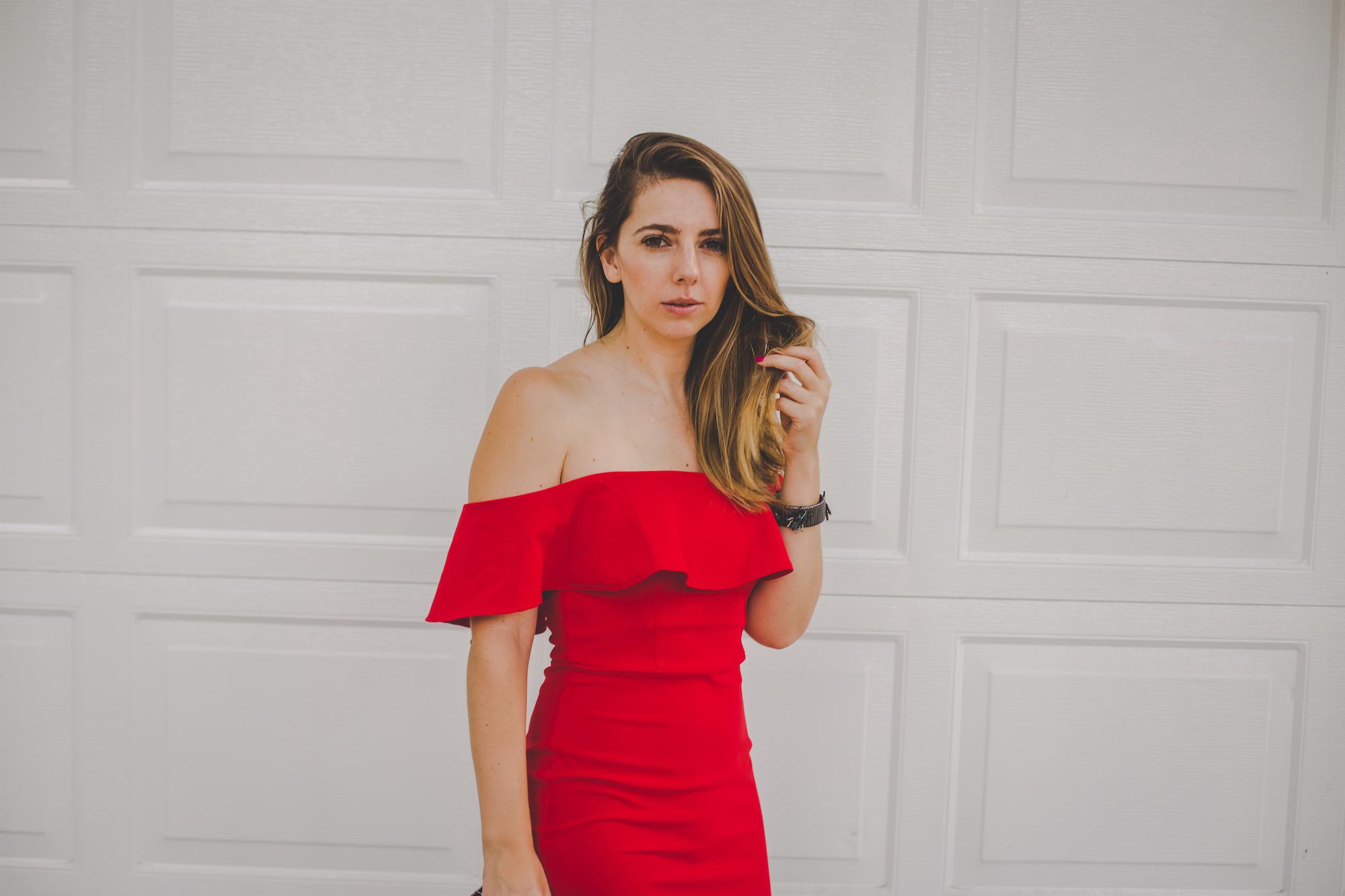 vestido rojo hombros al aire