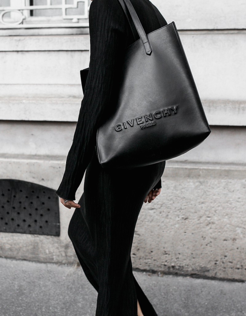 minimal maxi dress fashion blogger Paris street style Adidas Originals Stan Smith white sneakers Givenchy leather tote Celine Catherine sunglasses modern legacy (6 of 6)