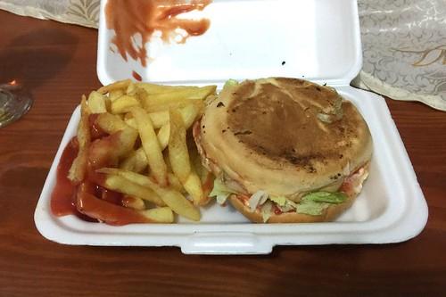 20 - Hamburger & Pommes Frites