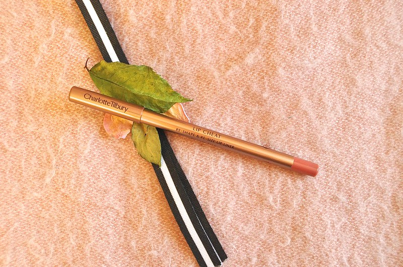 Charlotte Tilbury Lip Cheat in Pillow Talk 1