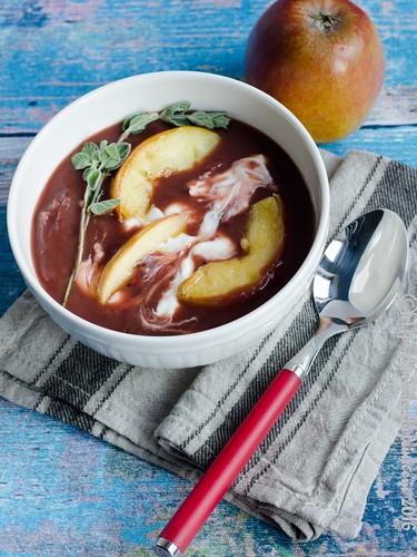 Kartoffel-Sauerkraut-Suppe mit Apfel