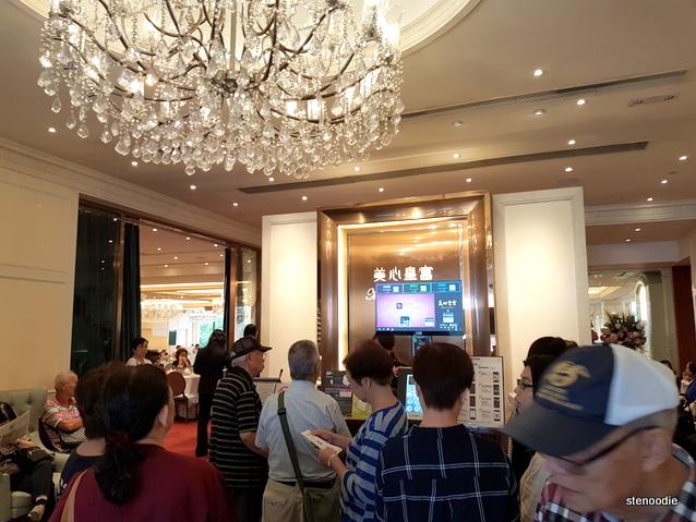 Maxim's Palace Chinese Restaurant interior