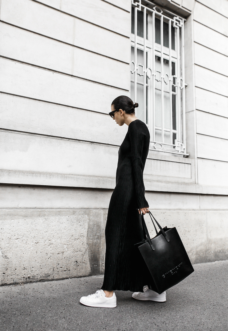minimal maxi dress fashion blogger Paris street style Adidas Originals Stan Smith white sneakers Givenchy leather tote Celine Catherine sunglasses modern legacy (1 of 6)
