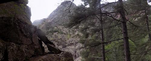 La sortie de la vire aérienne sous le gros bloc rocheux