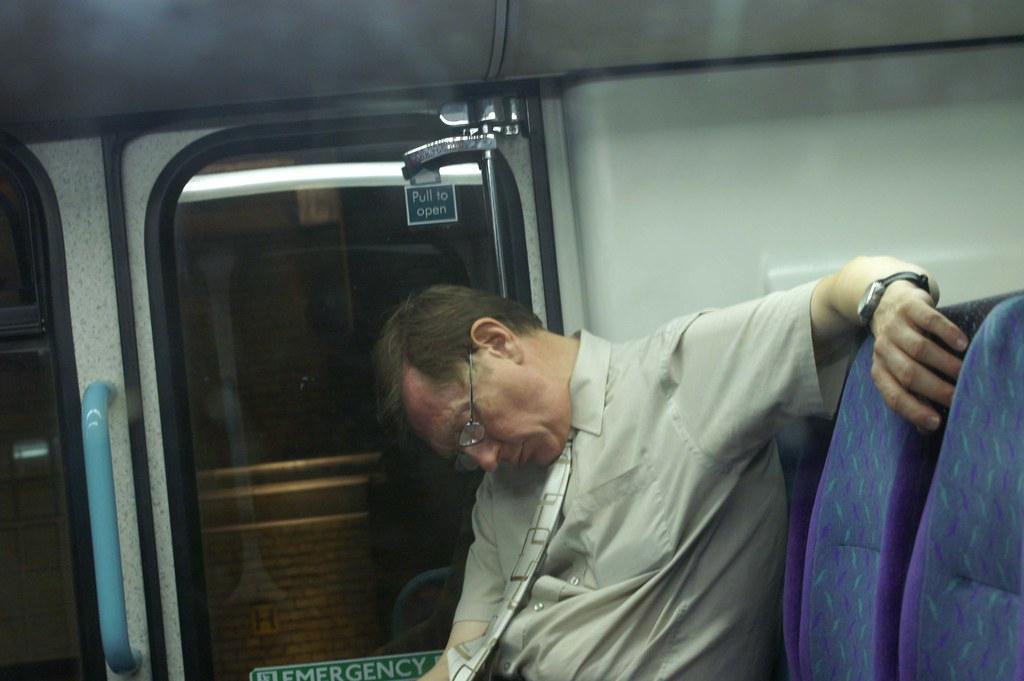 Resultado de imagen para MAN SLEEPING BUS