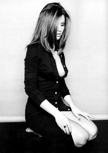 Jennifer Aniston Sitting Tastychocolatecurls Flickr