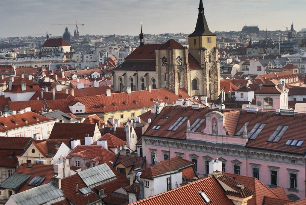 Vue du Clementinum sur les toits de la Vieille Ville (Stare Mesto) de Prague.