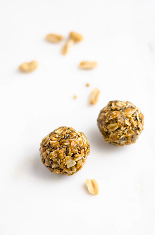 Peanut Butter Granola Balls | cookingalamel.com