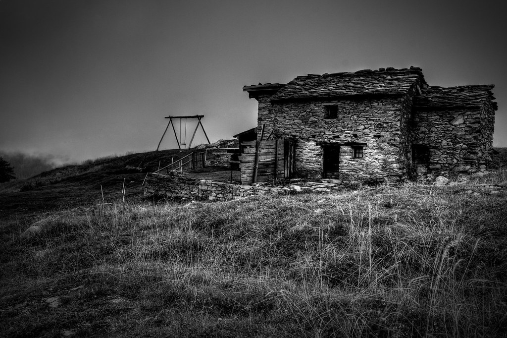 Picture of an abandoned house