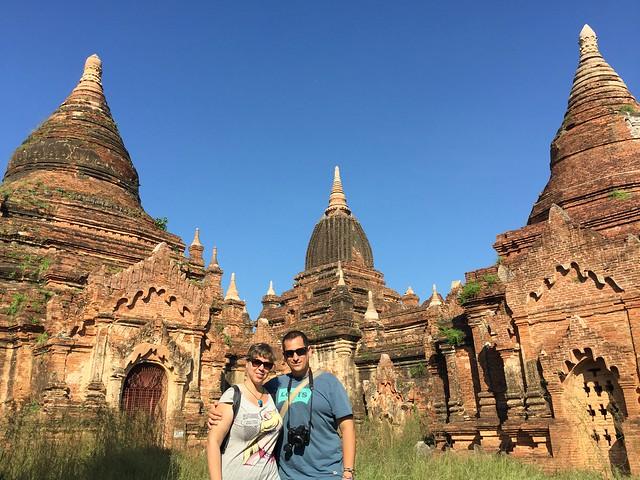 Sele y Rebeca en los templos de Bagan (Myanmar)