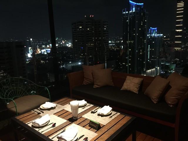 Above Eleven (Rooftop de Sukhotai 11 en Bangkok)