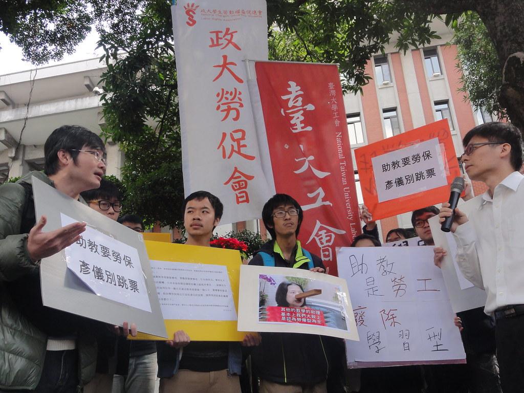 在場學生和教育部高教司科長吳志偉對質辯論。(攝影:張智琦)