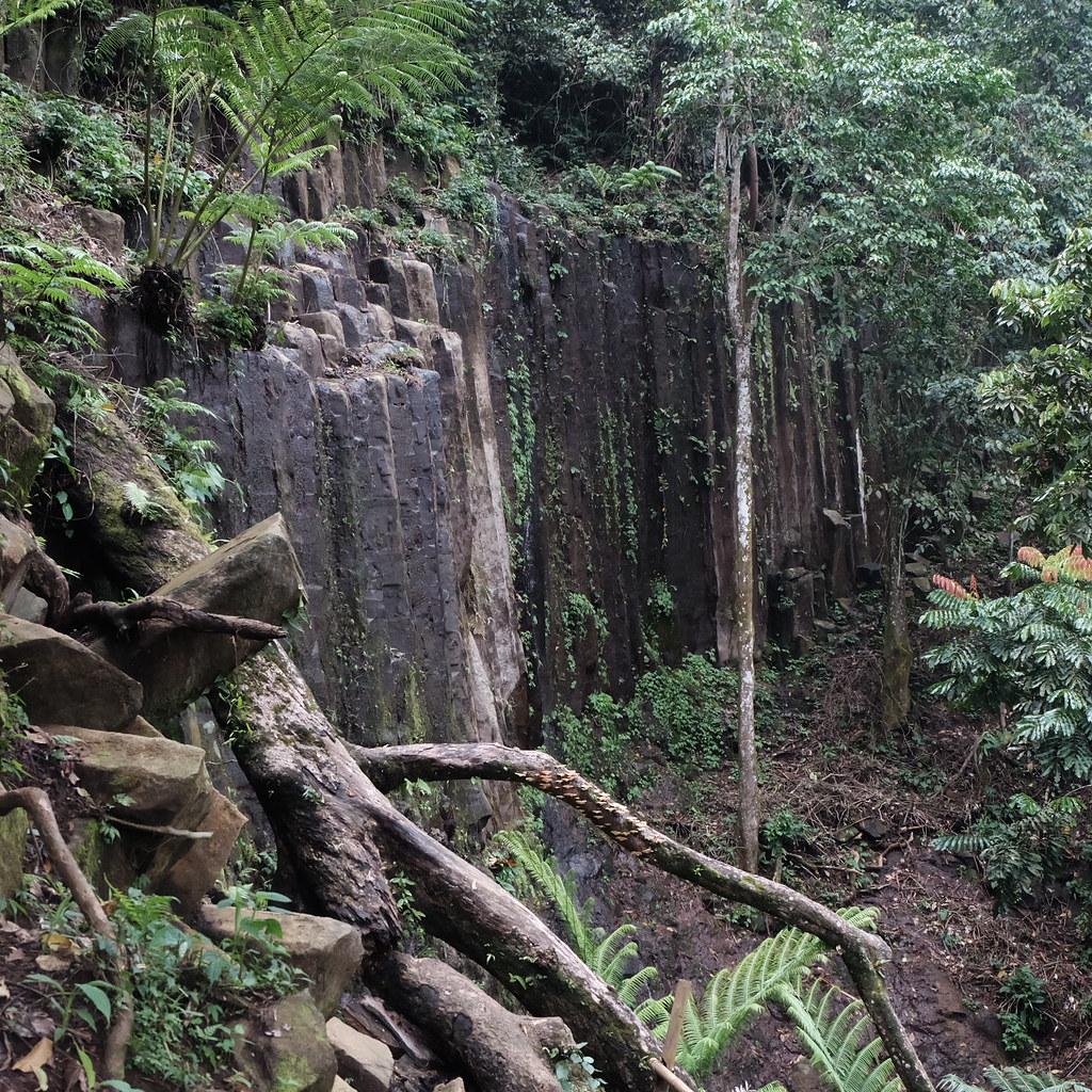 Curug menhir watu bahan