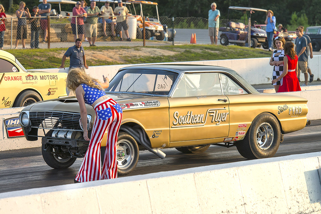 Back Up Girl Lining Up The Southern Flyer Falcon Gasser At