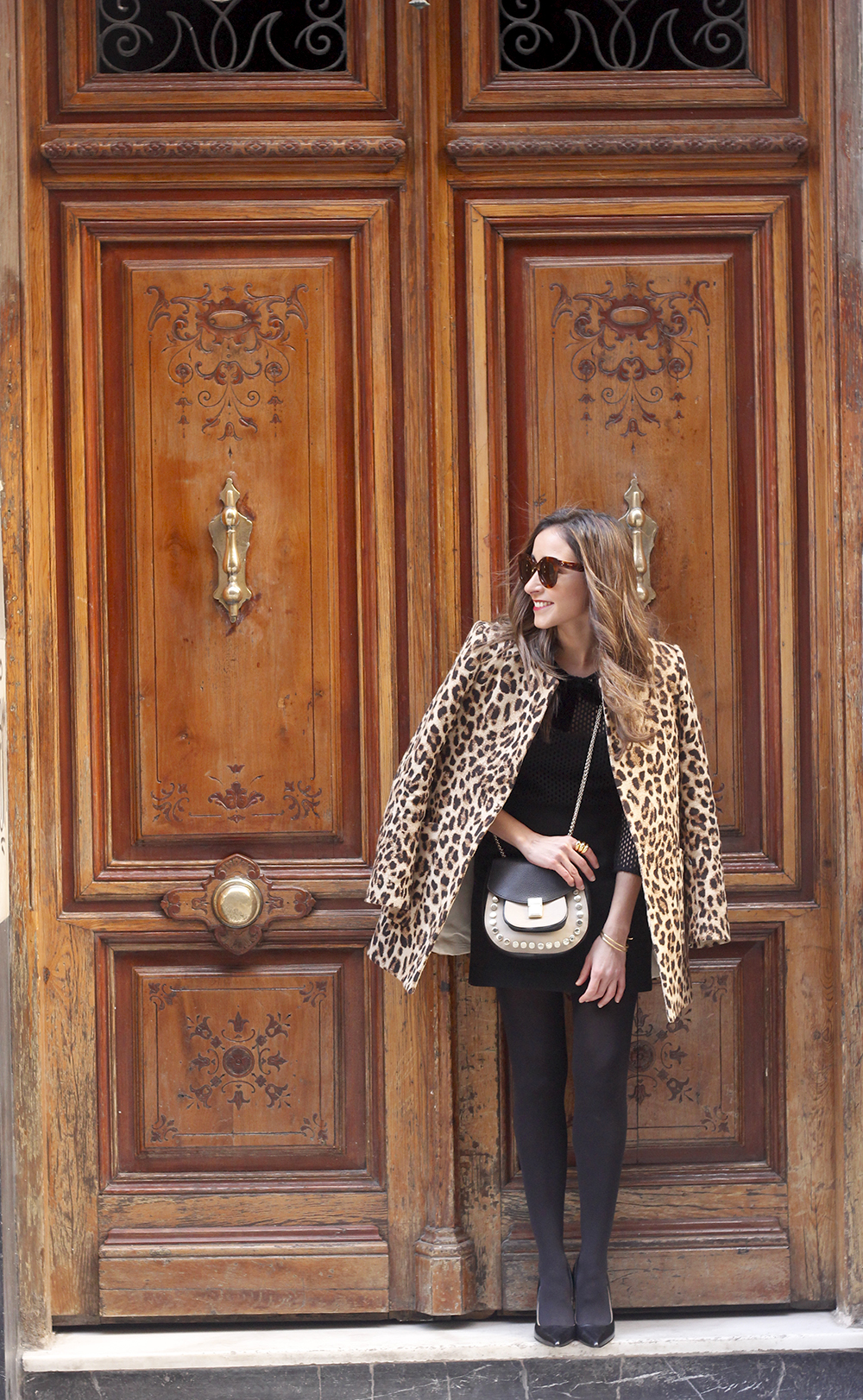 total black outfit leopard coat maje shirt pencil skirt heels uterqüe bag céline sunglasses fashion style01