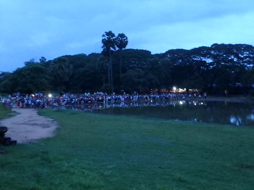 angkor-wat-sunrise-crowd-1