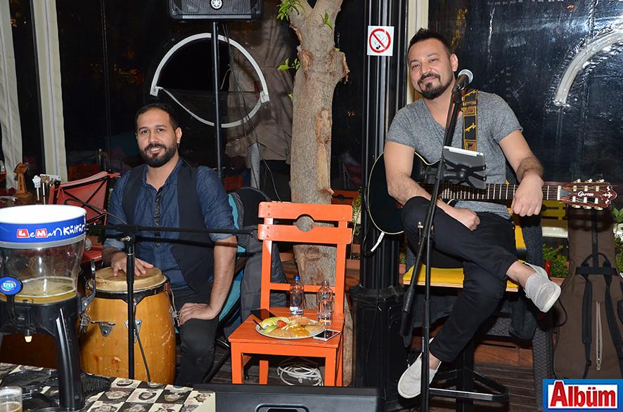 Leman Kültür'de kutladılar ( Sevgililer Günü)