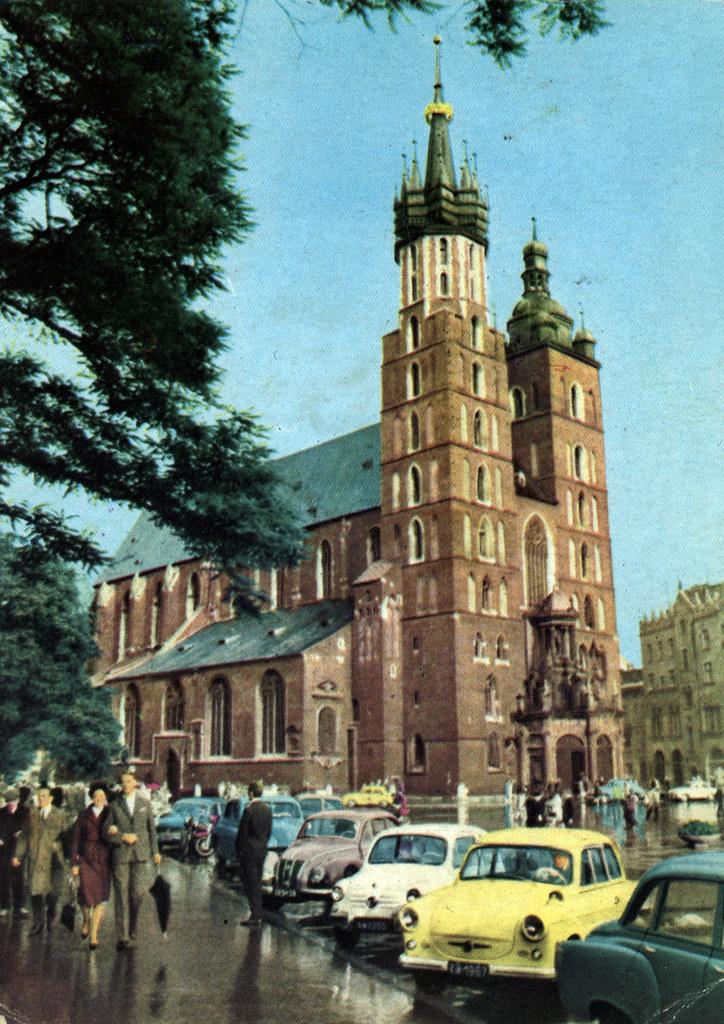 Basilique Sainte Marie (kosciol Mariacki) de Cracovie sur une carte postale des années 1960.