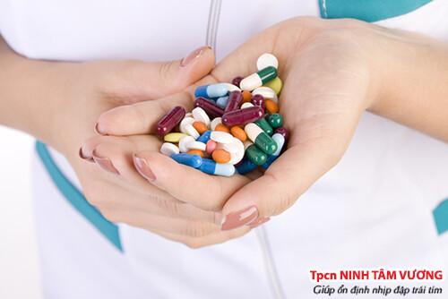 Người bệnh rối loạn nhịp tim nên uống thuốc theo chỉ định của bác sỹ