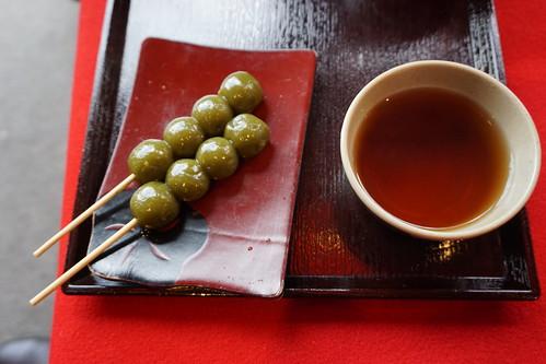 Dango (dulces) y té