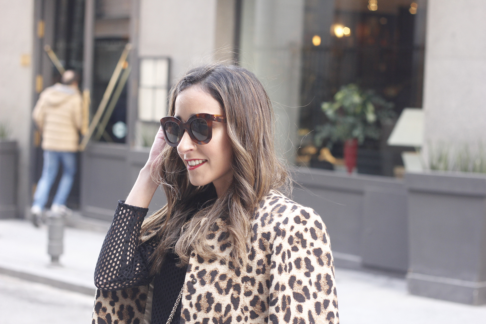 total black outfit leopard coat maje shirt pencil skirt heels uterqüe bag céline sunglasses fashion style09