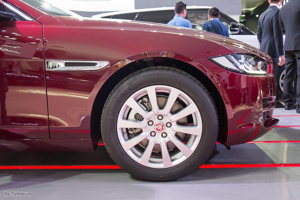 jaguar xe mau trang