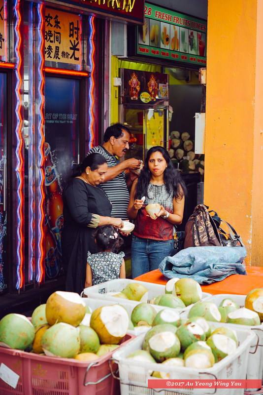 Singapore 2016: Little India - Tourists At The Coconut Store