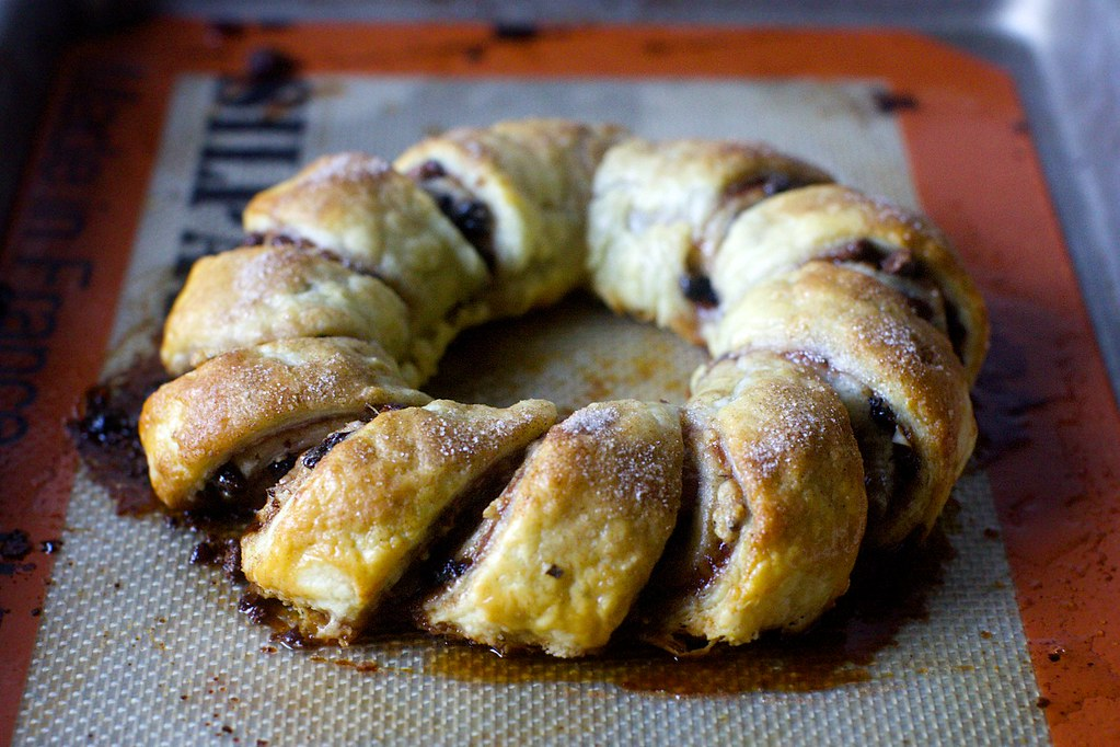 notched pull-apart rugelach wreath | Pull-Apart Rugelach on … | Flickr