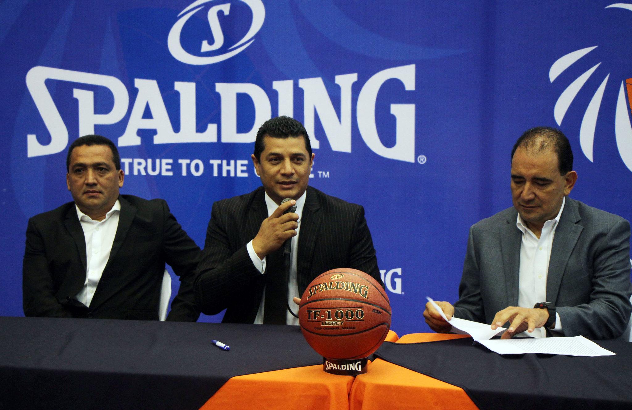 Federación de baloncesto presenta nuevos entrenadores