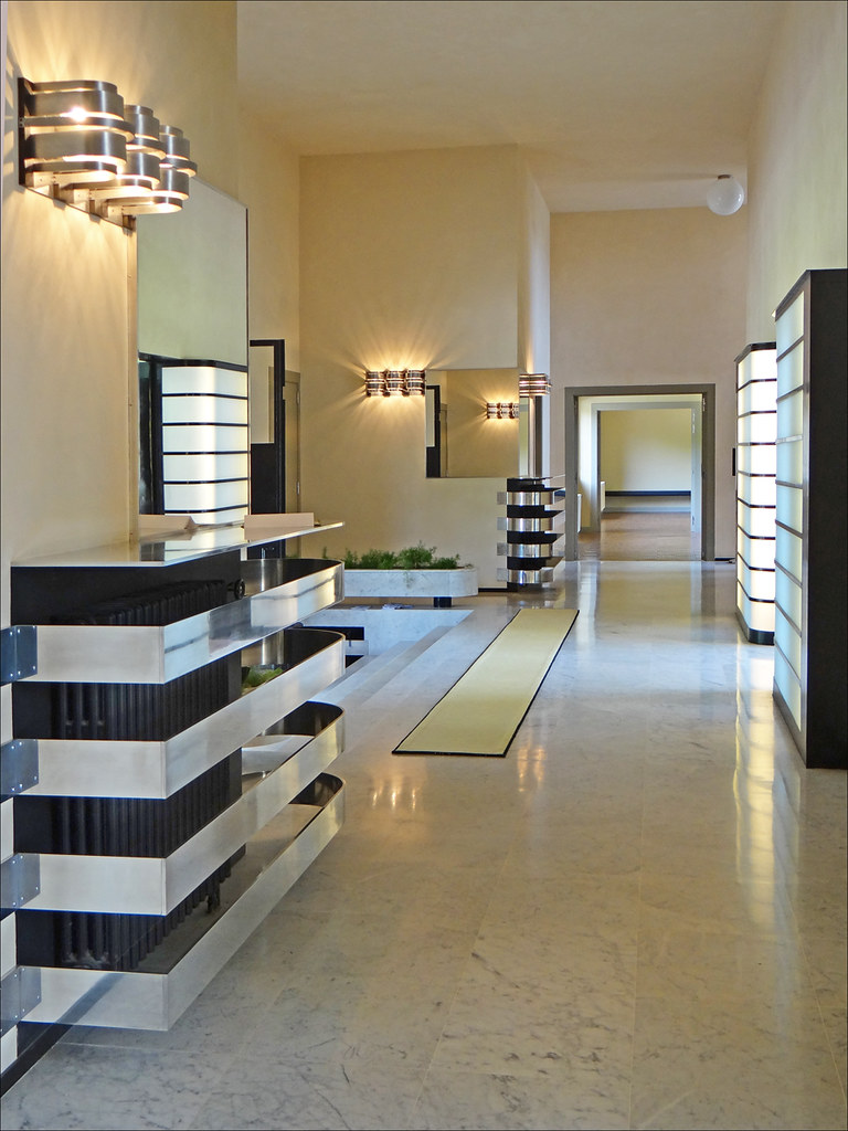 le vestibule villa cavrois croix le vestibule et le. Black Bedroom Furniture Sets. Home Design Ideas