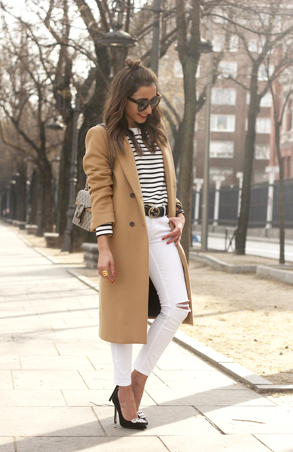 camel coat strieps white ripped jeans black heels uterqüe belt gucci céline sunnies outfit fashion style12