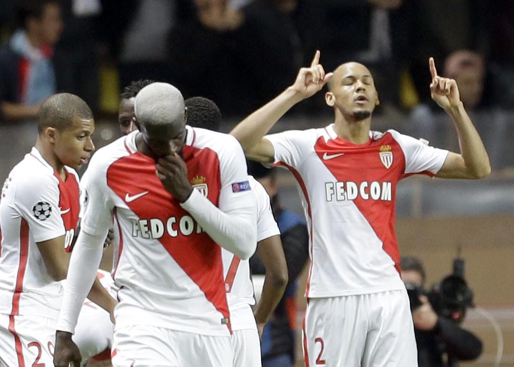 摩納哥球員Fabinho(右)踢進第2球後舉雙手慶祝。(達志影像)