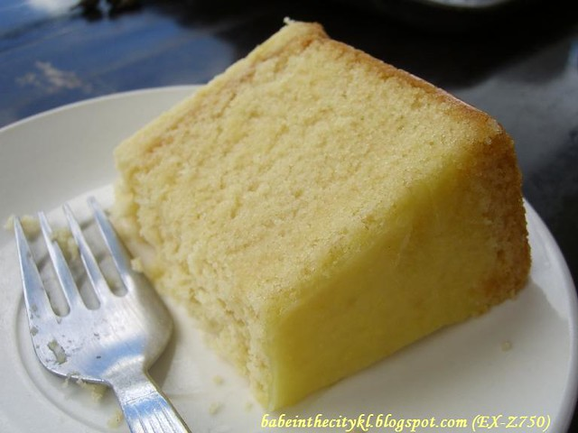 Moist Lemon Cake With Lemon Curd Filling