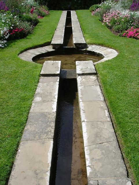 Gb coleton fishacre devon julian weyer flickr for Design criteria of pond